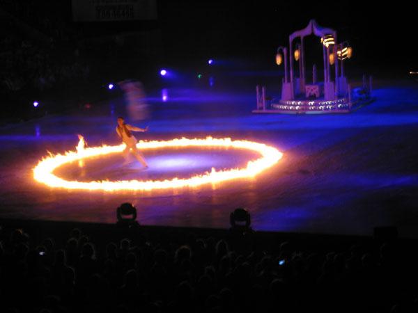 Аладдин на льду ледовое шоу в Лужниках, номер с огнем