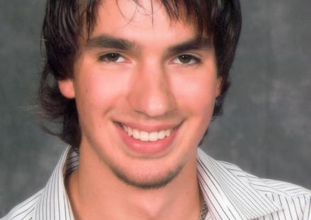 Основатель проекта Professionali.ru с запоминающейся фамилией - Никита Халявин, знает куда девать два миллиона долларов.