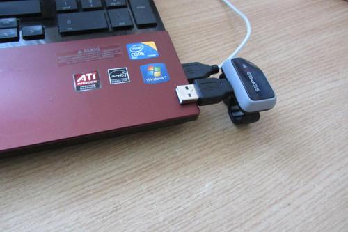 Через переходник к ноутбуку подключить нельзя, мешают полукольца перстня