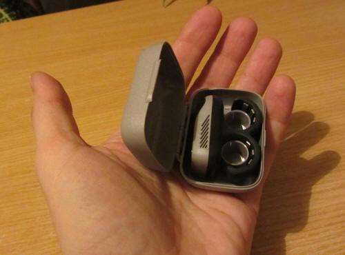 Коробочка для Stop Sleep разработана под прибор, и имеет полноценные пластмассовые петли